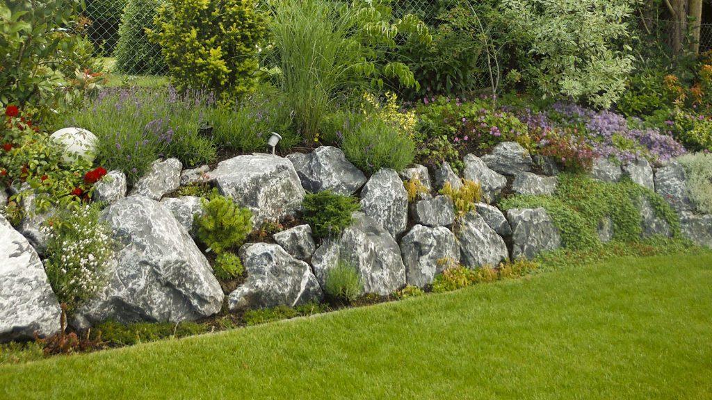 Döring-Gartengestaltung Findlingsmauer